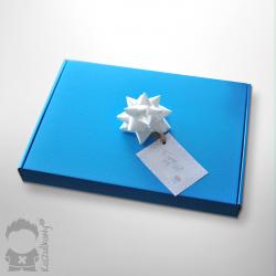 Opakowanie prezentowe - wstążka i pudełko na koszulkę