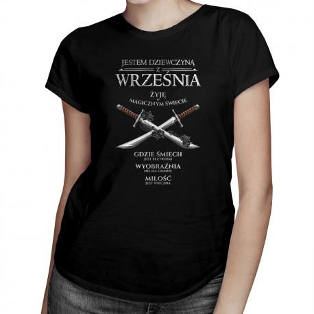 Jestem dziewczyną z września - żyję w magicznym świecie - damska koszulka z nadrukiem