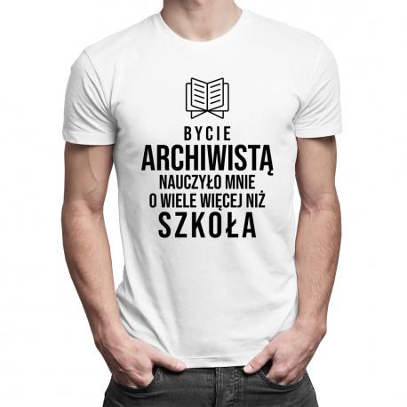 Bycie archiwistą nauczyło mnie o wiele więcej niż szkoła - męska koszulka z nadrukiem