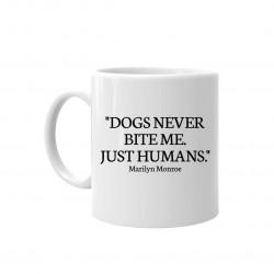 Dogs never bite me - kubek ceramiczny z nadrukiem