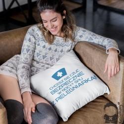 Chcesz się czuć bezpiecznie w nocy? Śpij z pielęgniarką! - poduszka z nadrukiem