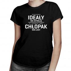 Podobno ideały nie istnieją, a jednak mój chłopak nim jest - damska koszulka z nadrukiem
