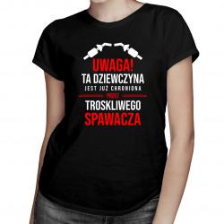 Dziewczyna chroniona przez troskliwego spawacza - damska koszulka z nadrukiem