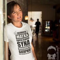 Zajebista matka super fajnego syna urodzonego w sierpniu - damska koszulka z nadrukiem